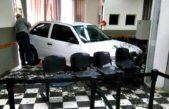 San Pedro / Una mujer enloqueció porque le cortaron la luz y estroló su auto contra la cooperativa