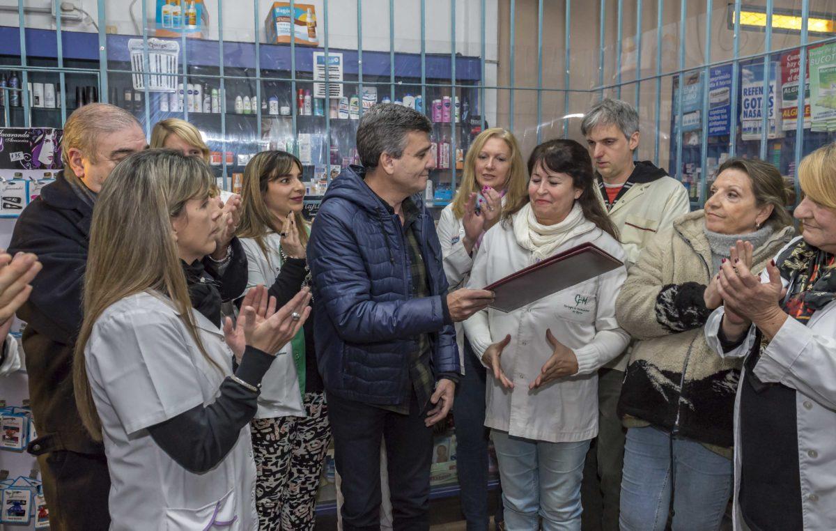 Intendente del conurbano presentó un decreto en defensa de las farmacias de su distrito y prohíbe la instalación de cadenas multirubro