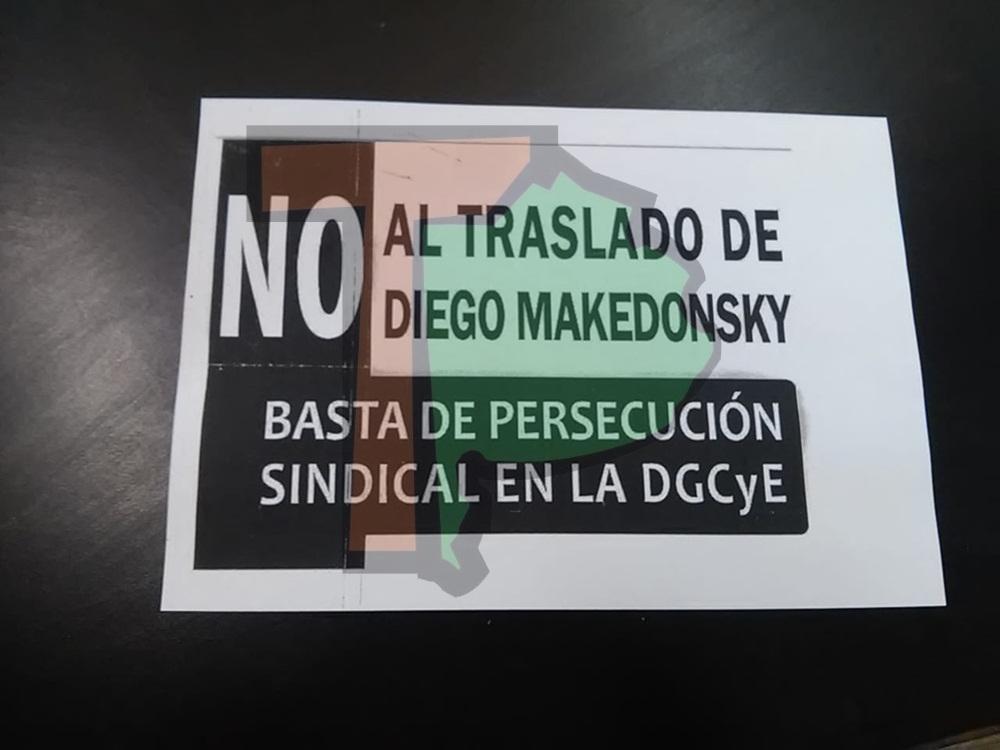 Cartel contra el traslado de un trabajador