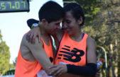 #FueNoticiaEnTP / Una pareja de Olavarría debutó en los 42K y ganó la maratón de Rosario