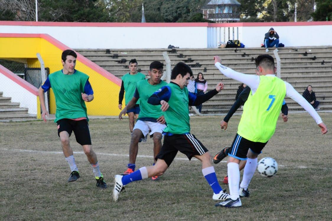 """La Plata juega el """"Mundialito intercolegial"""" en la República de los Niños"""