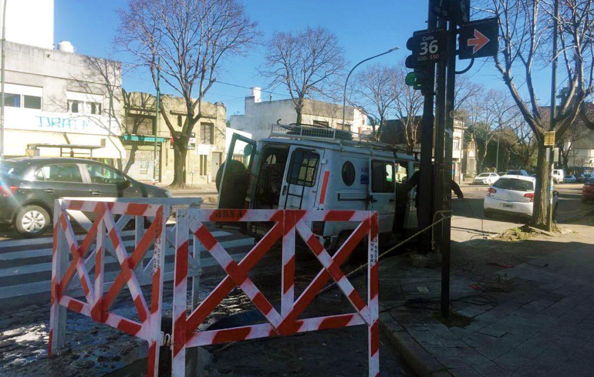 La Plata / ABSA solucionó el inconveniente cloacal en avenida 7 entre 35 y 36