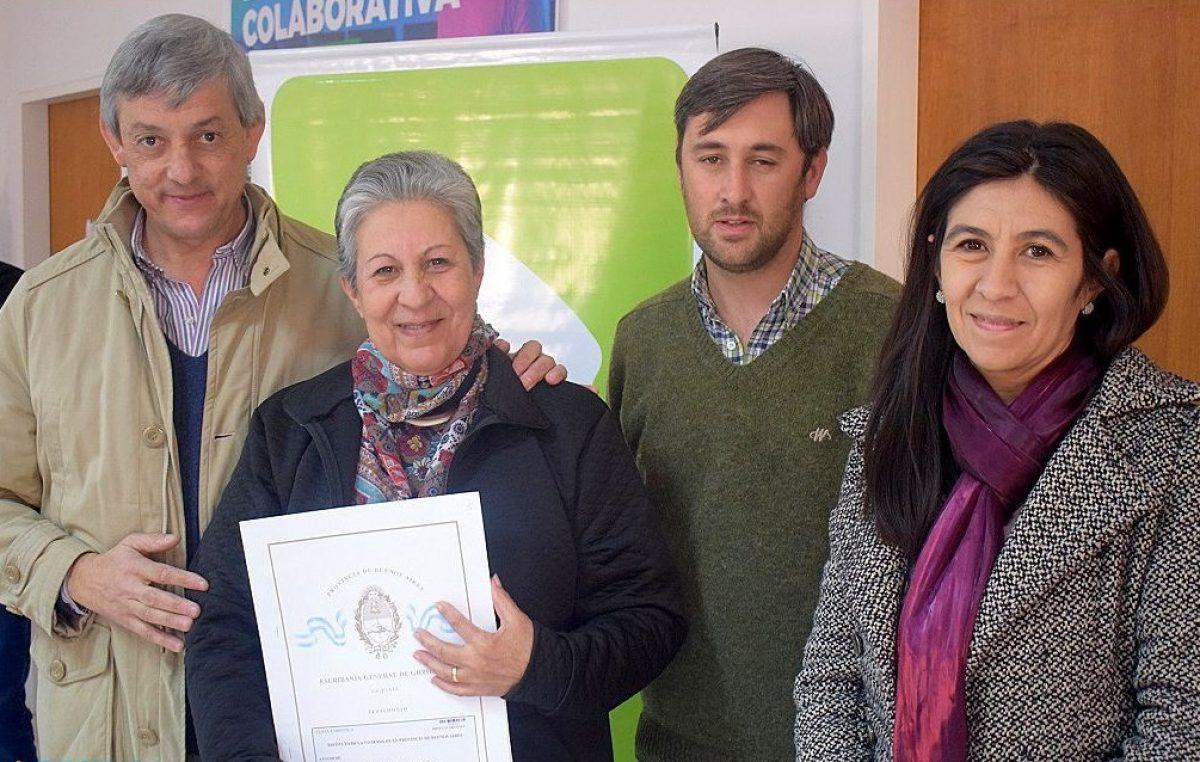 Yrigoyen / El intendente Cortés entregó escritura a los vecinos