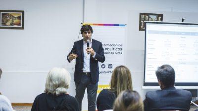 """En plena crisis económica, el ministro de finanzas Hernán Lacunza se dedica a dar charlas """"informativas"""""""