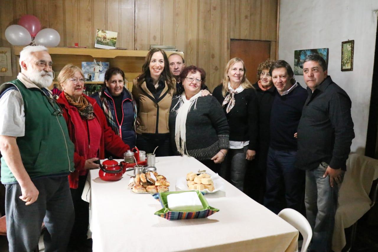 La gobernadora y el intendente con vecinos de Barrio Parque San Miguel