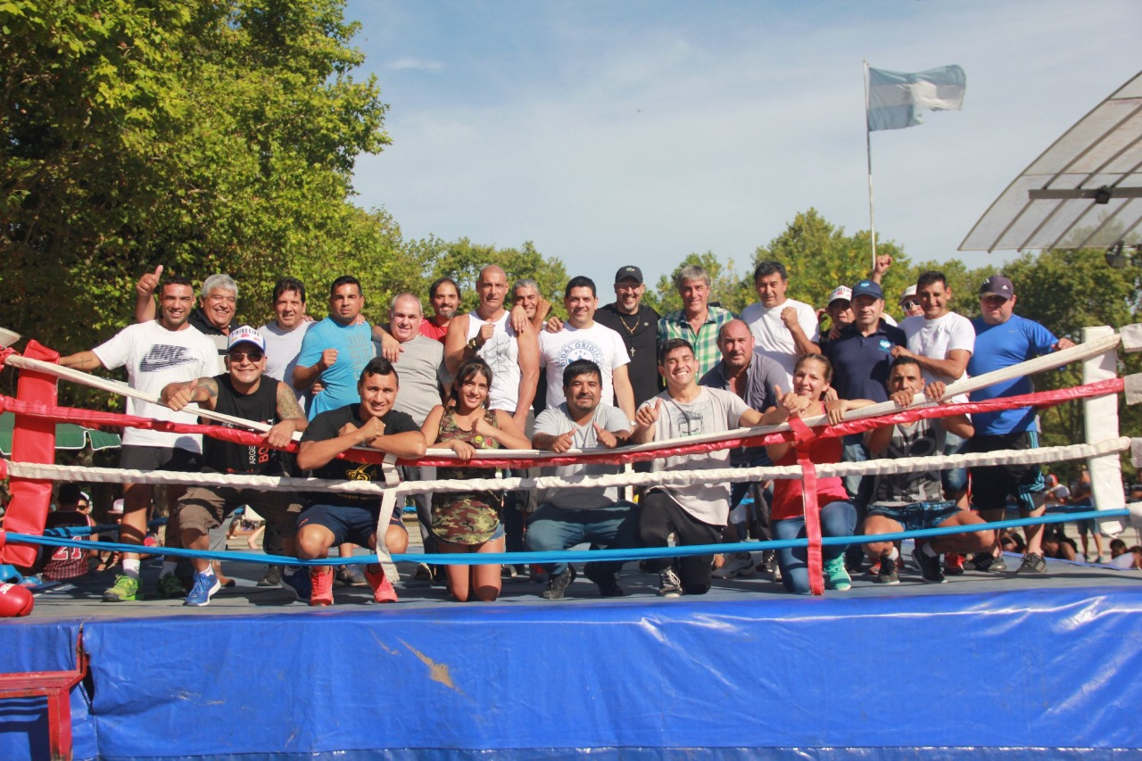 """Vecinos de Villa Elisa dicen """"No al cierre de la escuela de box Oscar ¨Pava¨ Carrizo"""""""
