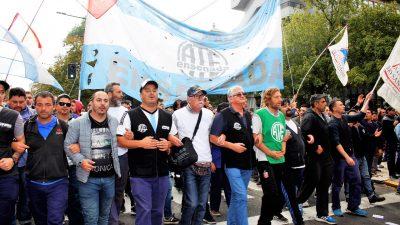 """Luego de que Macri dijera que """"al Astillero habría que dinamitarlo"""", los trabajadores preparan una marcha de antorchas"""