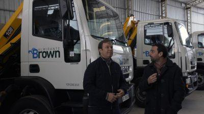 Alte Brown / Cascallares presentó camiones y maquinarias para brindar más servicios