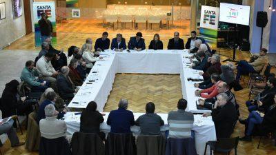 Las provincias lecheras se reunieron con entidades para analizar la compleja situación del sector y evitar el cierre de tambos