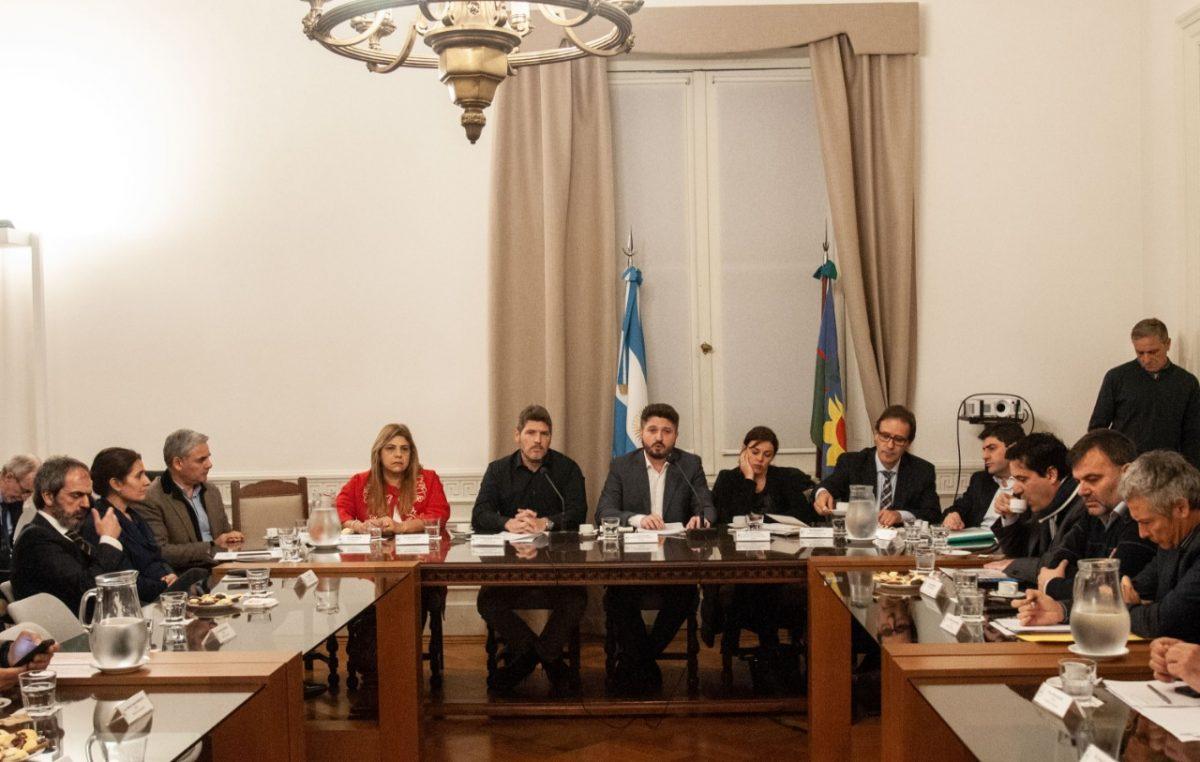 Siciliano fue a la legislatura a brindar un informe sobre infraestructura escolar