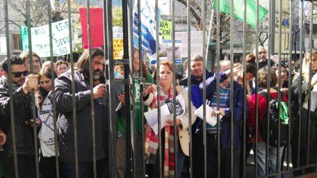 La misma foto: el gobierno no recibió a los docentes y se vaticina un paro general por 72 horas