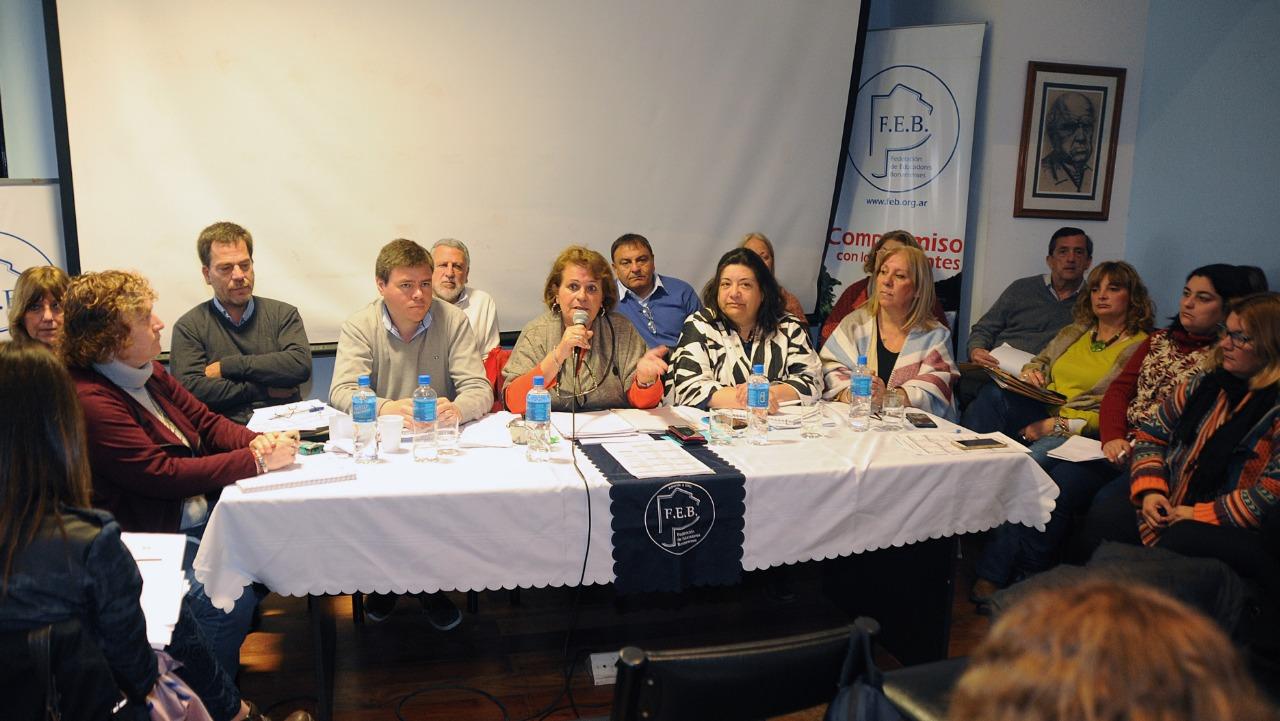 El Congreso de la FEB votó la continuidad del plan de lucha de los docentes
