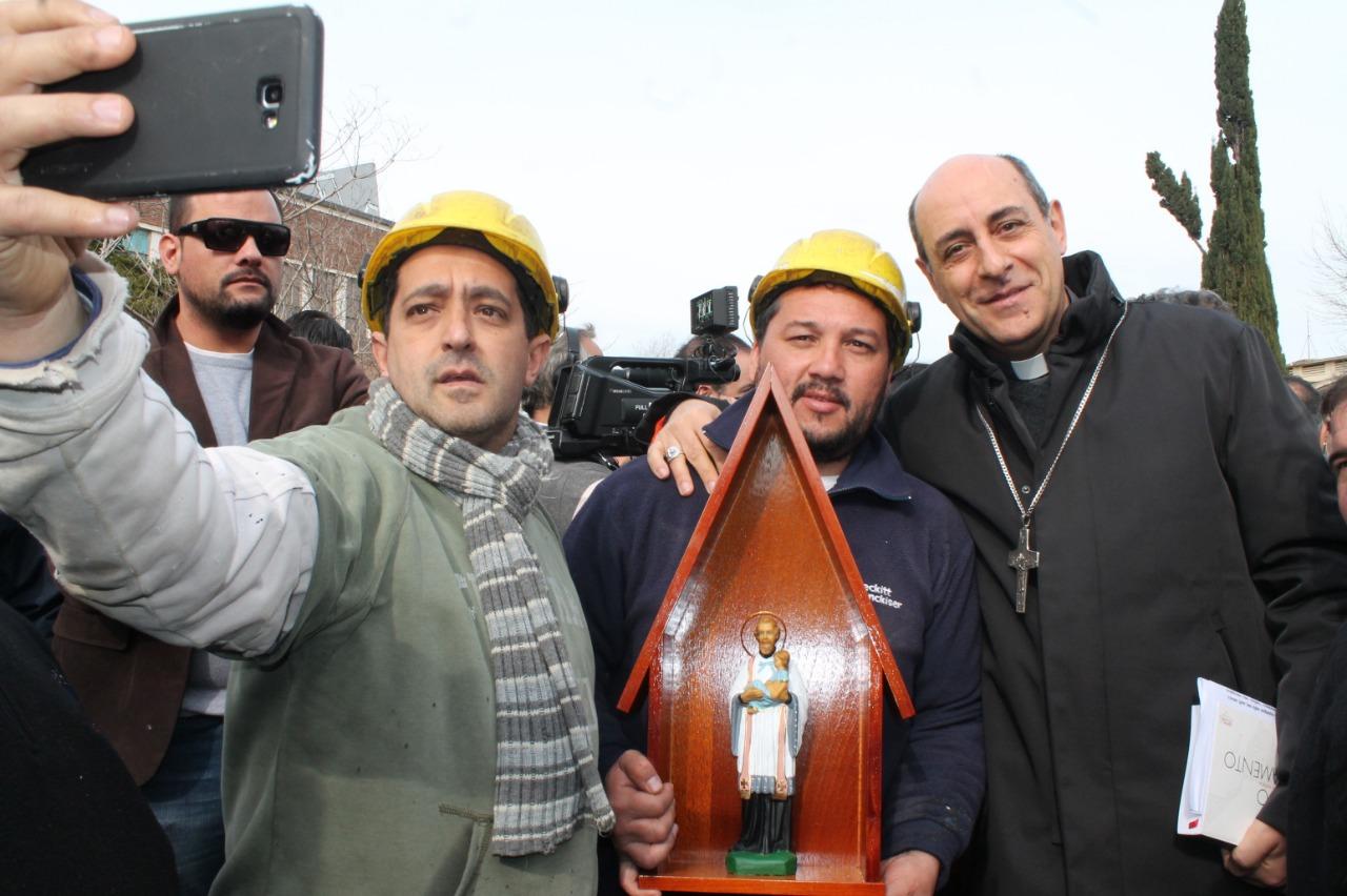 El Arzobispo de La Plata aceptó ser el padrino del Astillero Río Santiago en apoyó a los trabajadores