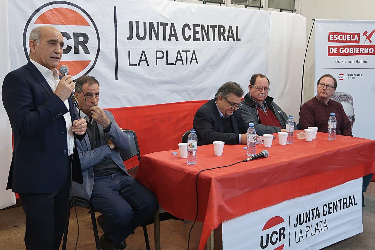 """Con la presencia de Salvador y Negri lanzaron la escuela de gobierno """"Ricardo Balbín"""" en La Plata"""