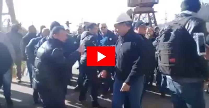 """VIDEO / """"Caradura, sin vergüenza"""", así recibieron los trabajadores al presidente del Astillero Río Santiago"""