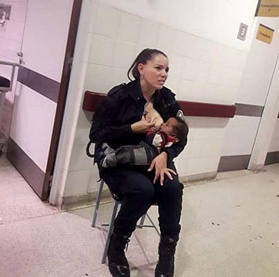 Ritondo ascendió a una mujer policía porque le dio la teta a un bebé ajeno