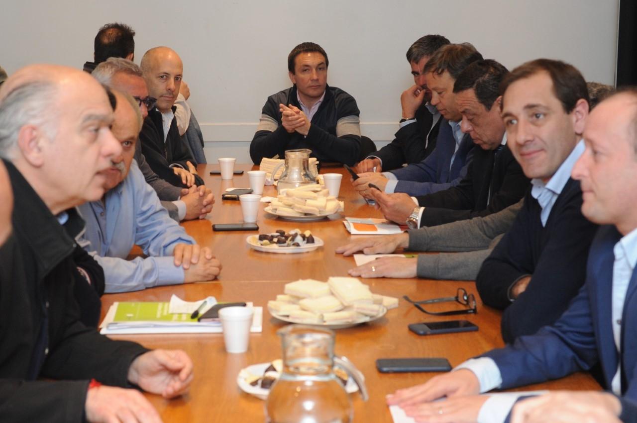 Sánchez Zinny se reunió con una veintena de intendentes que le expresaron que muchas escuelas están en peligro edilicio