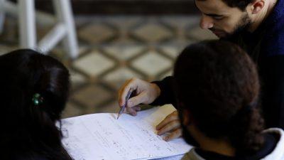 Los mayores de 25 años pueden estudiar en la Universidad de La Plata sin terminar el secundario