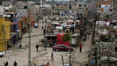 """""""El 30% de la pobreza está asentado en el Conurbano, es una verdadera bomba de tiempo"""", advirtió Schmid"""