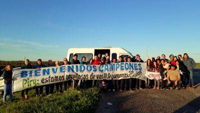 """La comunidad de Patagones recibió al campeón mundial de canotaje Néstor """"Piri"""" Pinta"""