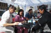 En estado de protesta: Trabajadores del Hospital Rossi de La Plata atienden pacientes en la calle