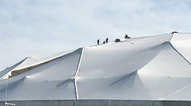 Trabajadores del Astillero Río Santiago arreglan el techo del Estadio Único con una dedicatoria para Vidal