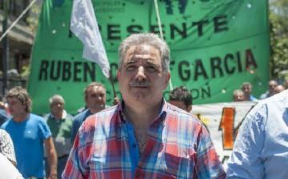Ferraresi volvió a timar a los municipales: Anunció un 35% de aumento pero siguen por debajo de la línea de pobreza