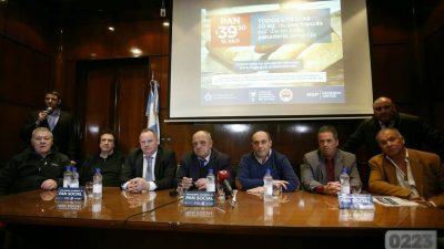 """Por la #CrisisEconómica, Arroyo lanzó el programa """"Pan Social"""" en Mar del Plata"""