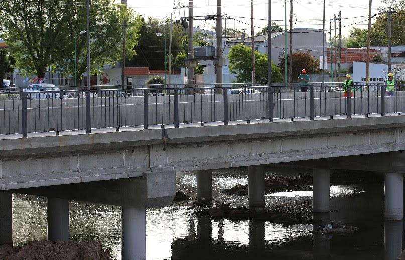 La Plata / Avanzan las obras hidráulicas con la reconstrucción de un puente en Camino Centenario