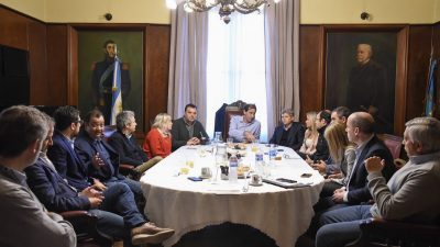 """La Plata / Garro convocó a los legisladores de su sección para llevar adelante un agenda social común y pidió """"estar cerca de los platenses"""""""