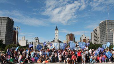 En La Plata también ondearon barriletes azules por la reglamentación de la Ley de Autismo