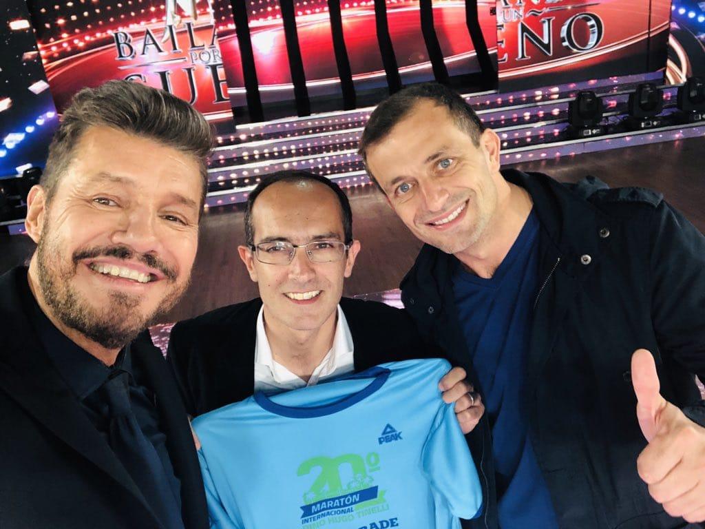 "Tinelli, Pisano y Bucca presentaron la remera de la ""Maratón Dino Hugo Tinelli"" en Showmatch"