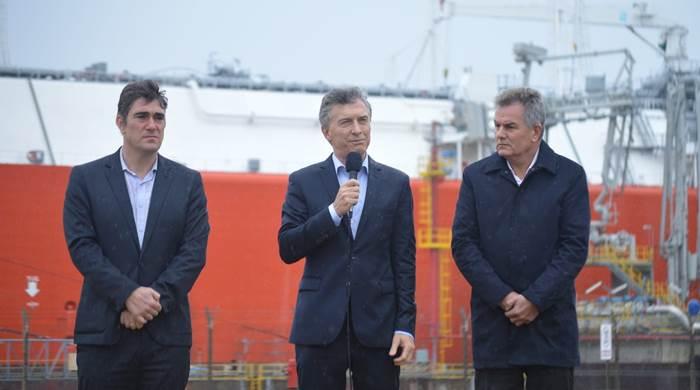 """Macri despidió un buque regasificador en Bahía Blanca """"este barco es un símbolo del engaño, la mentira y que la energía era gratis"""""""