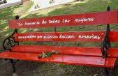 """En General Rodríguez colocaron un """"Banco Rojo"""" para concientizar sobre la violencia de género"""