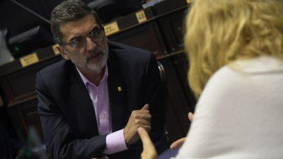 """A la guerra por el """"apoyo"""" oficialista en Carlos Tejedor se sumó el diputado Silvestre bancando al intendente"""