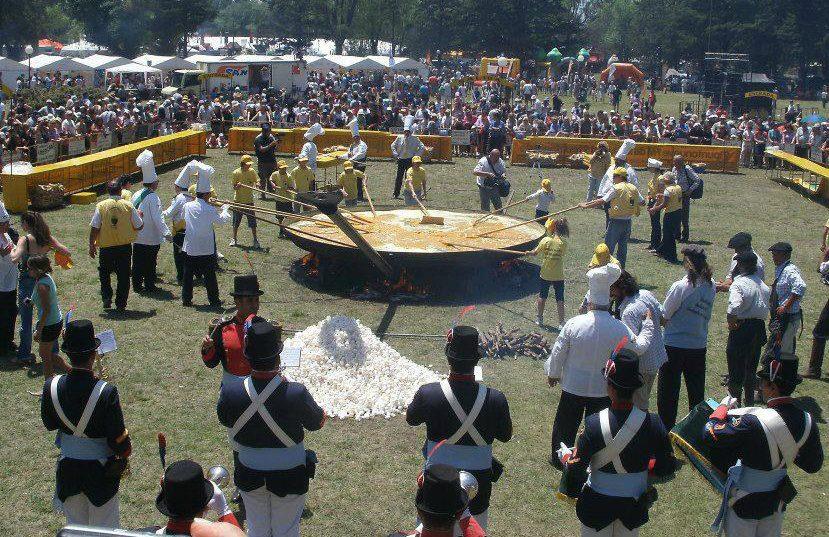 En Pigüe romperán 20 mil huevos para celebrar los 20 años de la Fiesta del Omelette Gigante