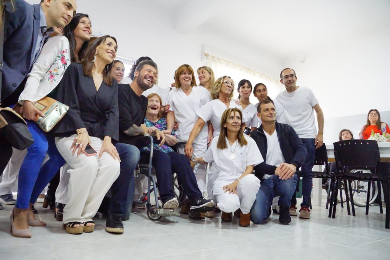 Antes de comenzar la Maratón, Pisano, Bucca y Tinelli inauguraron un edificio de salud mental en Bolívar