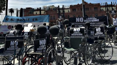 """""""Marcha de las sillas vacías"""": Fuerte protesta contra los ajustes en Discapacidad"""