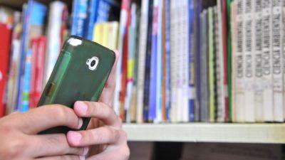Una escuela secundaria de Arrecifes comenzó a regular el uso del celular en el aula