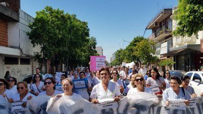 Enfermeros marcharon en ciudades de toda la Provincia para exigir que los reconozcan como profesionales de la Salud