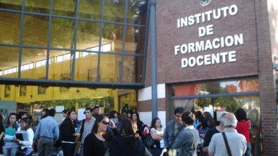 A una semana de las inscripciones, Provincia cerró decenas de comisiones en Institutos de Formación Docente