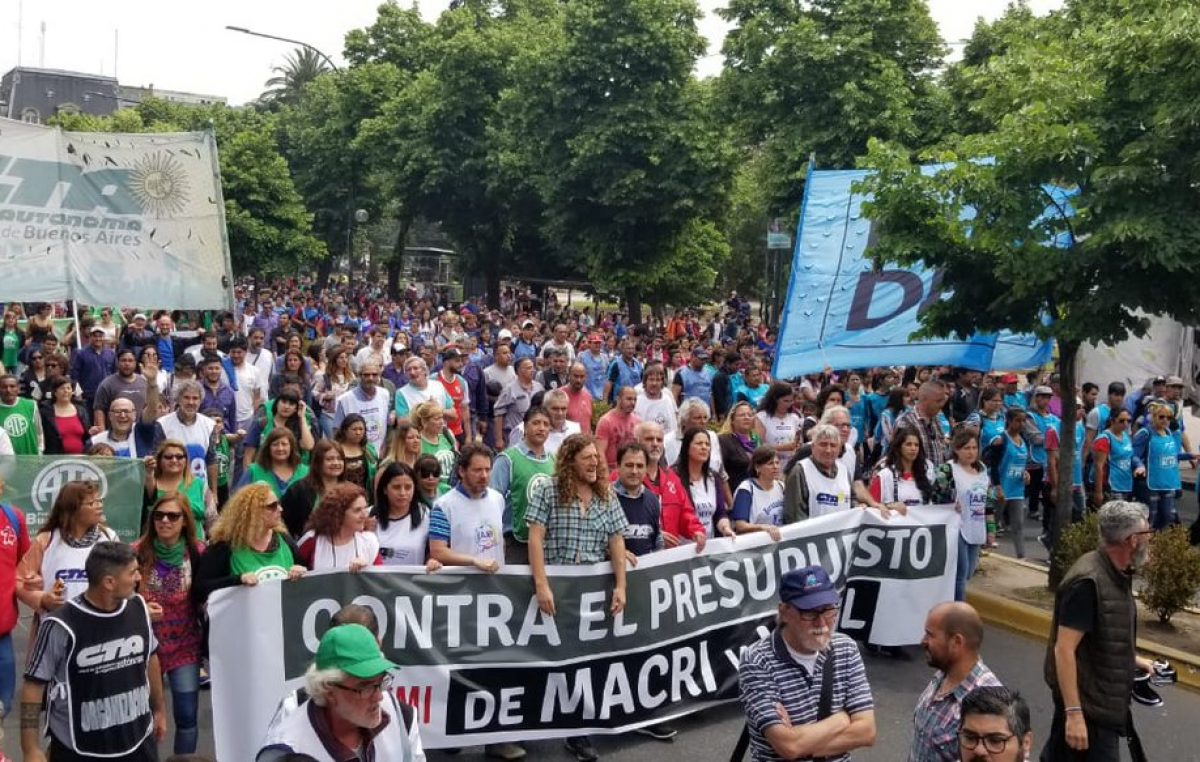 """Marcha y acampe por el presupuesto 2019: """"El ajuste va a golpear al conjunto de los bonaerenses"""""""