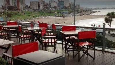 La crisis sigue pegando fuerte en Mar del Plata y ahora es la tradicional confitería Piazza la que cerró sus puertas