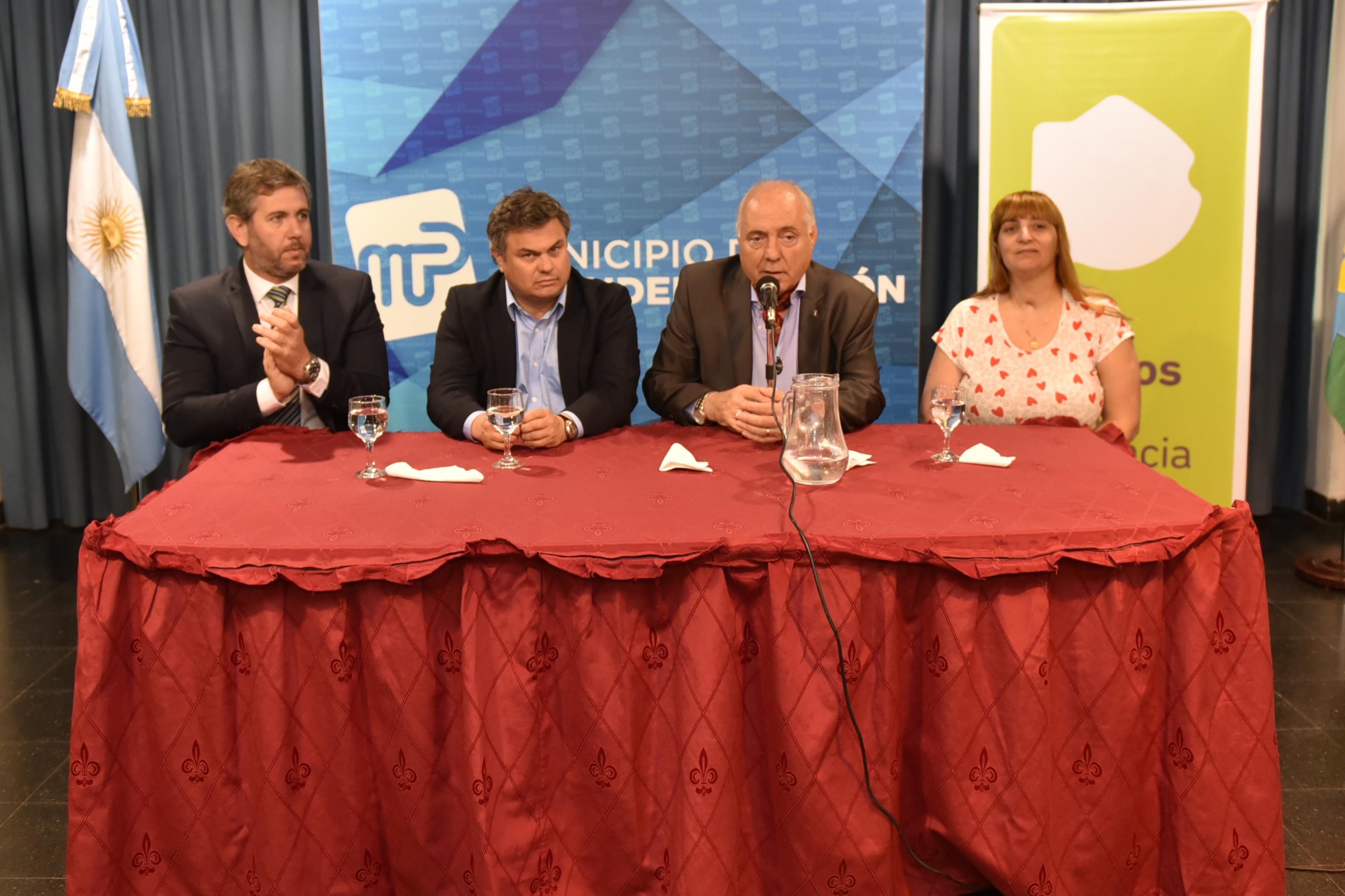 Regueiro y López Medrano entregaron 115 escrituras sociales a vecinos de Presidente Perón