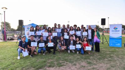 Distinguen a 200 egresados de la escuela municipal de liderazgo en Escobar