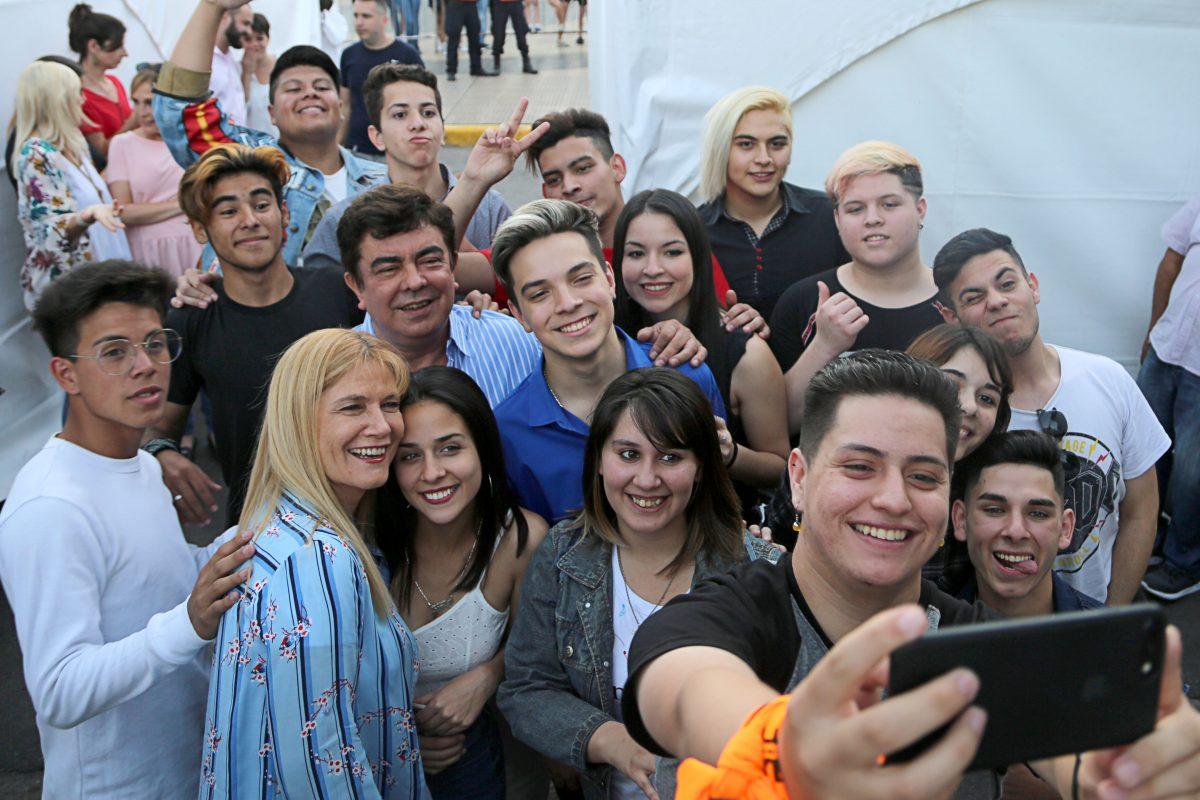 """Gran concurso """"buscando al youtuber de La Matanza"""" reunió a más de 25 mil chicos en San Justo"""