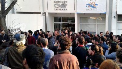 """El CONICET La Plata alertó que sus unidades corren """"riesgo inminente"""" de cierre por falta de presupuesto"""