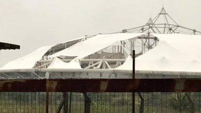 Un fuerte temporal de viento en La Plata dejó dos muertos y destrozó el techo del Estadio Único