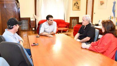 Necochea / López y Alejandro Fabbri compartieron una charla futbolera en el municipio