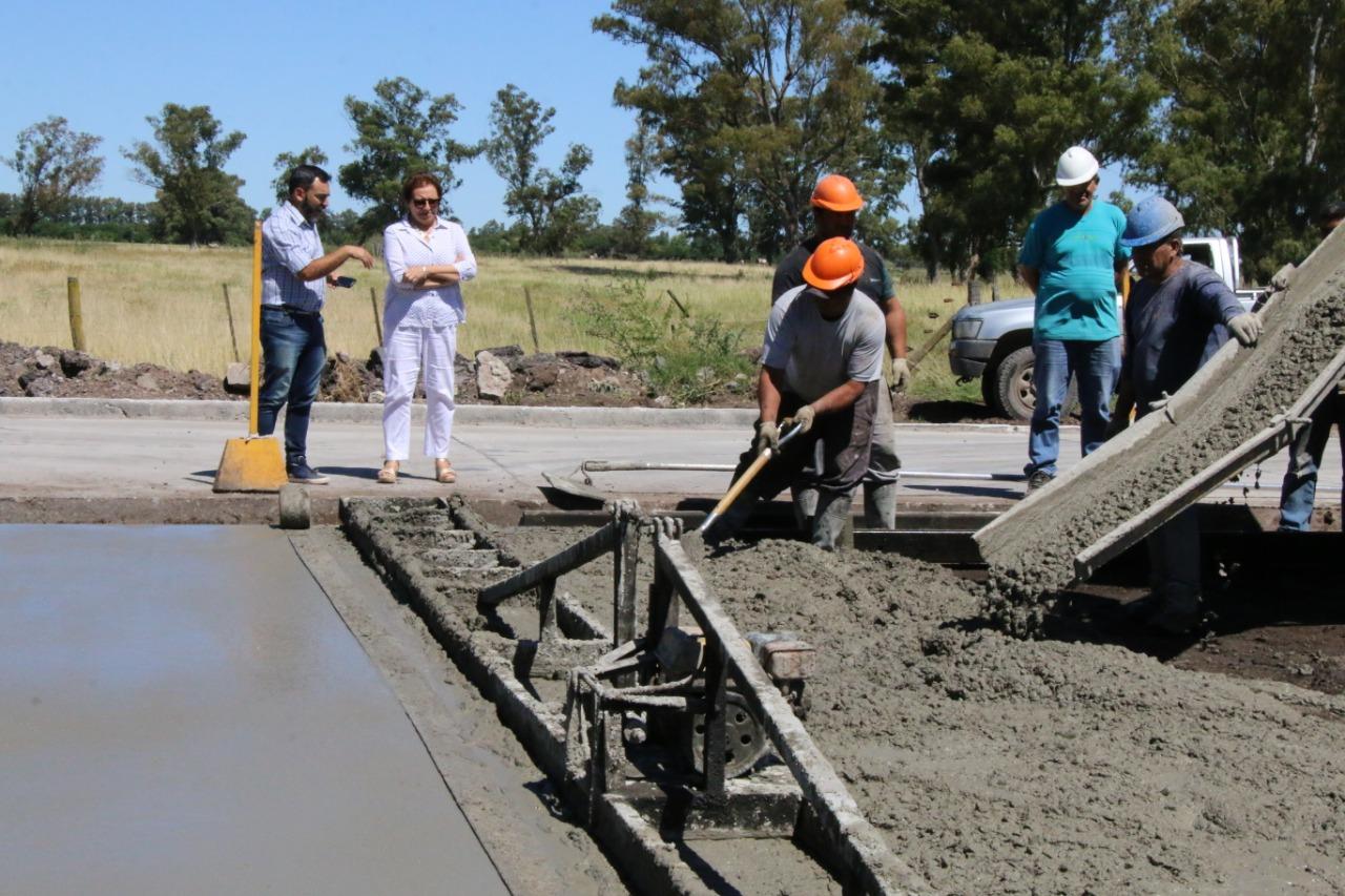 Bolívar/ La intendenta interina Natiello recorrió la obra de repavimentación de la calle Mariano Unzúe